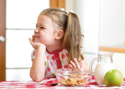 Trẻ biếng ăn tăng cân chậm